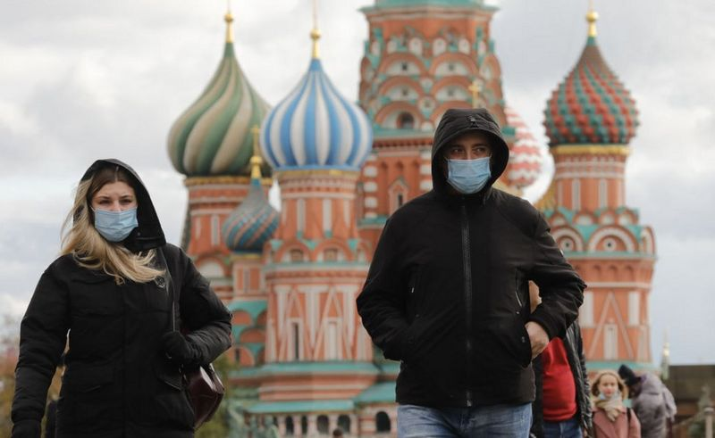 Coronavirus: Russia steps up restrictions as infections surge