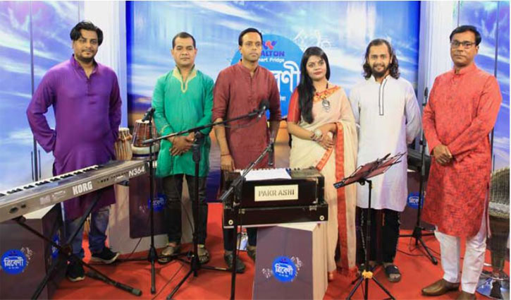 Rupa-Jayant to sing Puja songs at 'Tribeni' live show tonight