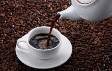 Drinking coffee stains teeth, home remedies